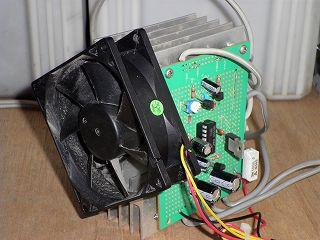 放熱器にファンを取り付けた写真